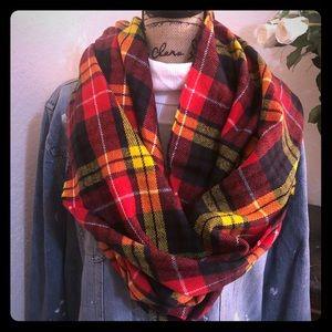 ‼️Plaid Alert. This blanket scarf is 🔥. NWT